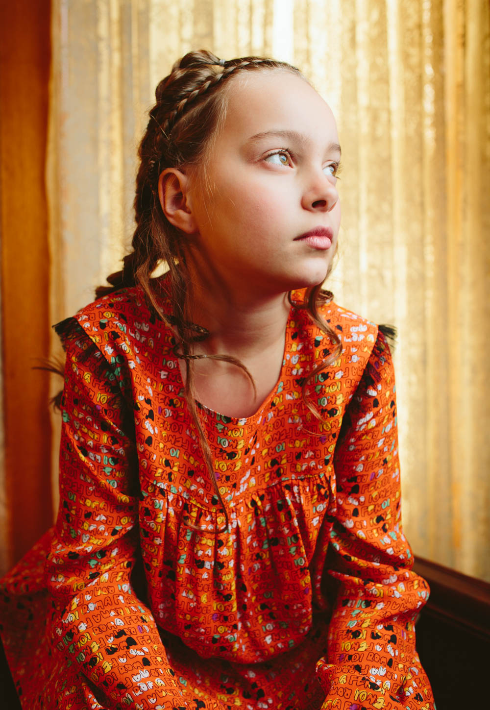 teslyn-editorial-child-model-orange-fendi-dress-portrait-0552-travis-dewitz